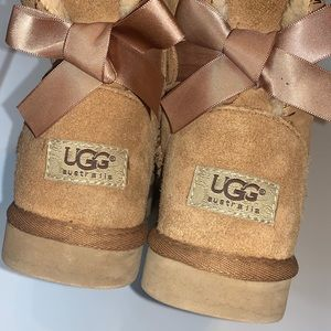 """Ugg """"Bailey"""" boots w/ Bows in back!"""